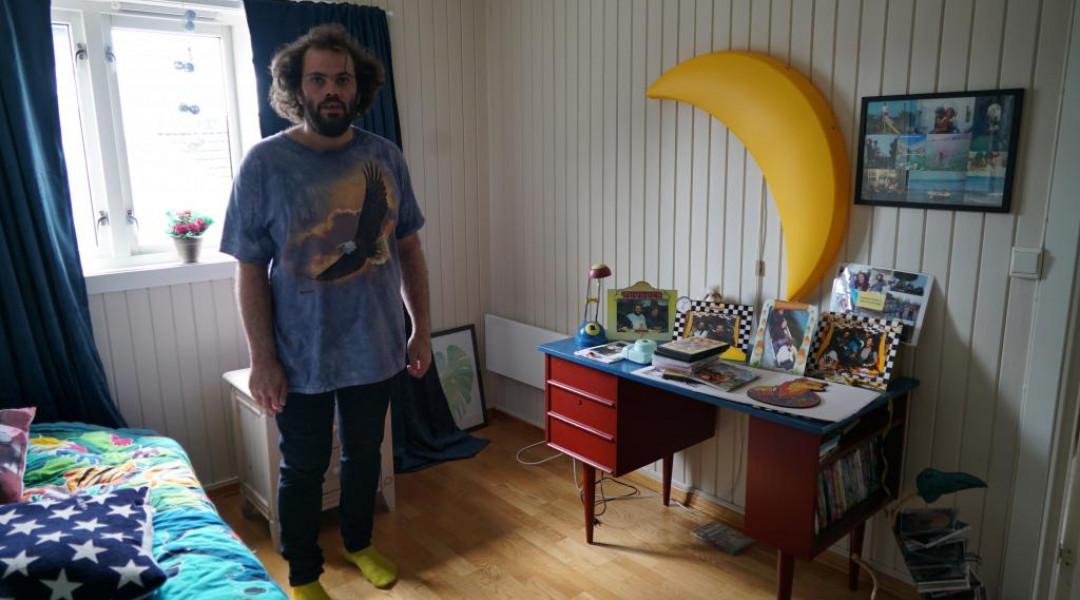 Andreas (33) nektes bistand i egen leilighet