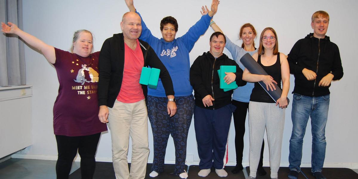 Inkluderende yoga – til glede for mennesker med utviklingshemming